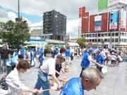 「新宿打ち水大作戦」 昔ながらの風習で涼を得る毎夏恒例の試み