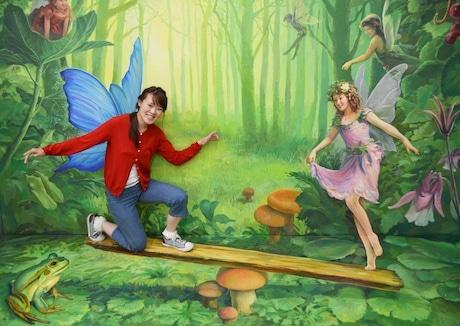 シーソー遊びをしているような錯覚が体験できるトリックアート(イメージ)「妖精達とシーソー遊び」作品提供:エス・デー