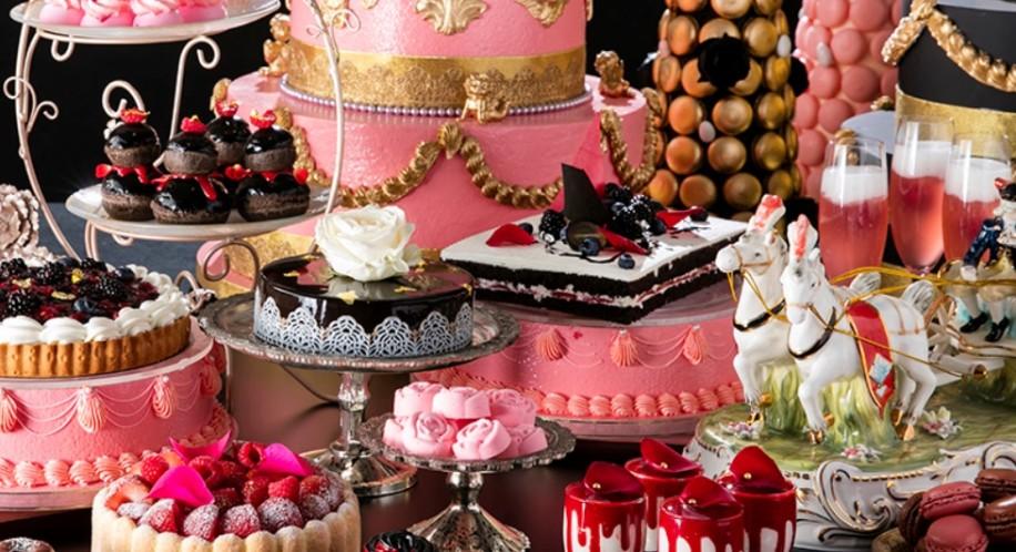 ケーキ台などの装飾品は、シェフを始めとするスタッフが一つ一つ作り上げた作品。