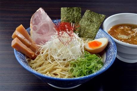 「つけ麺」(並=880円)。麺は開化楼による同店オリジナルの特注麺
