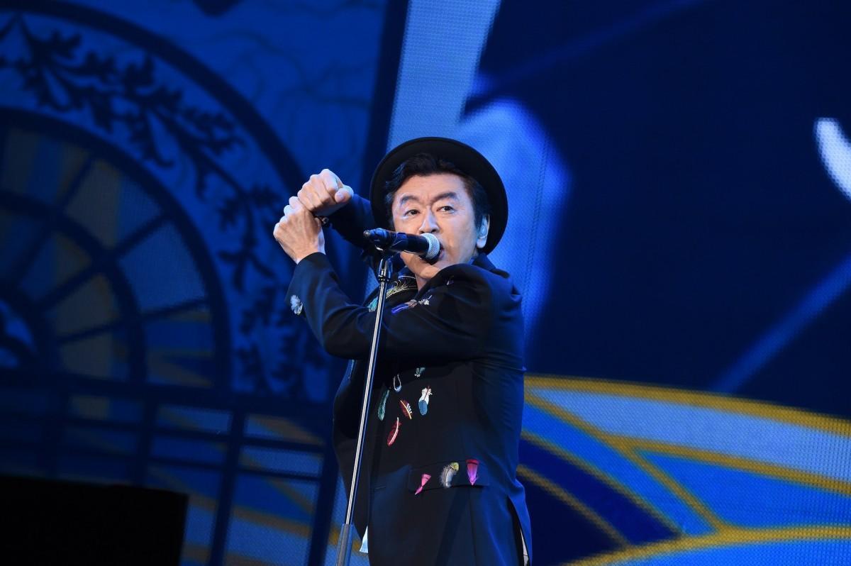 桑田佳祐さん「がらくたライブ」、新宿東口・ユニカビジョンで上映