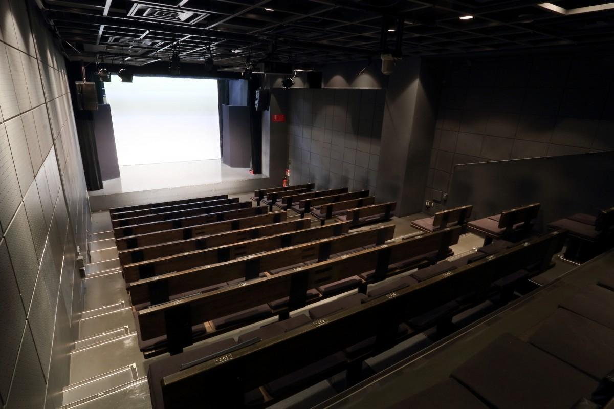 新宿にある劇場「新宿角座」の内観