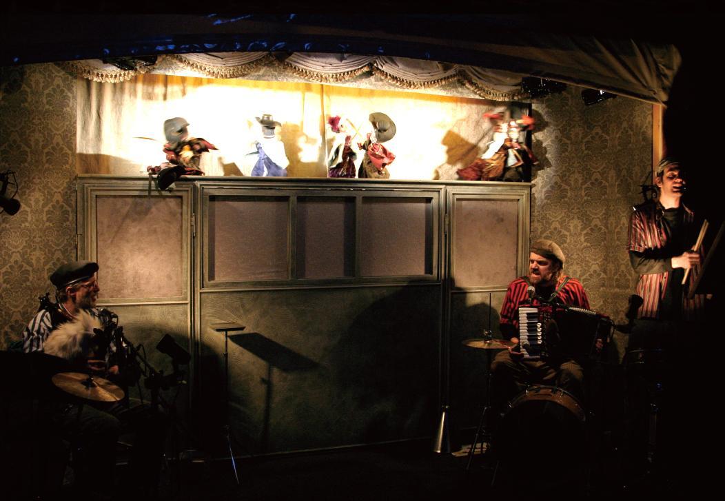 チェコの人形劇団「アルファ劇場」による「三銃士」は日本初公演