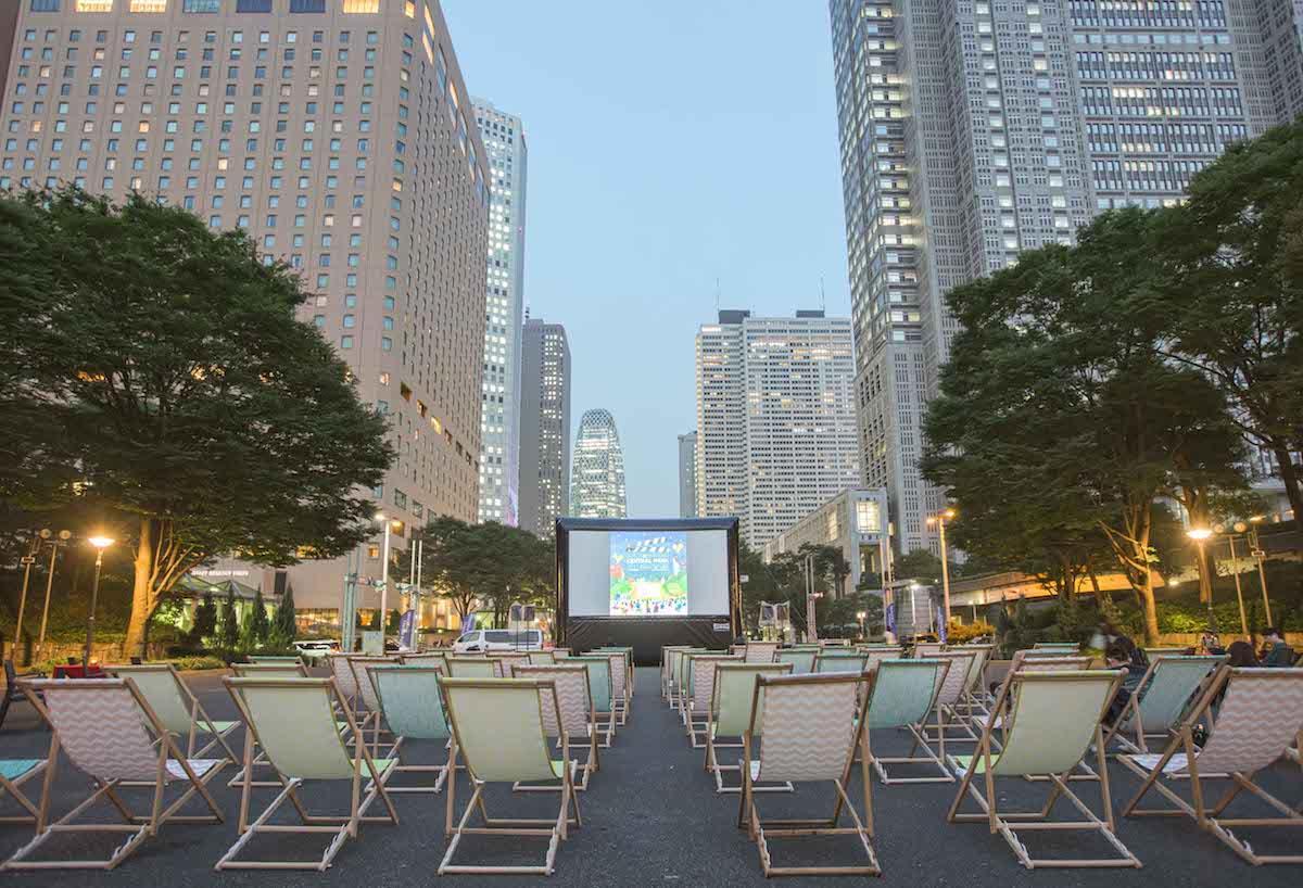 昨年開催された「新宿パークシネマフェスティバル」の会場風景
