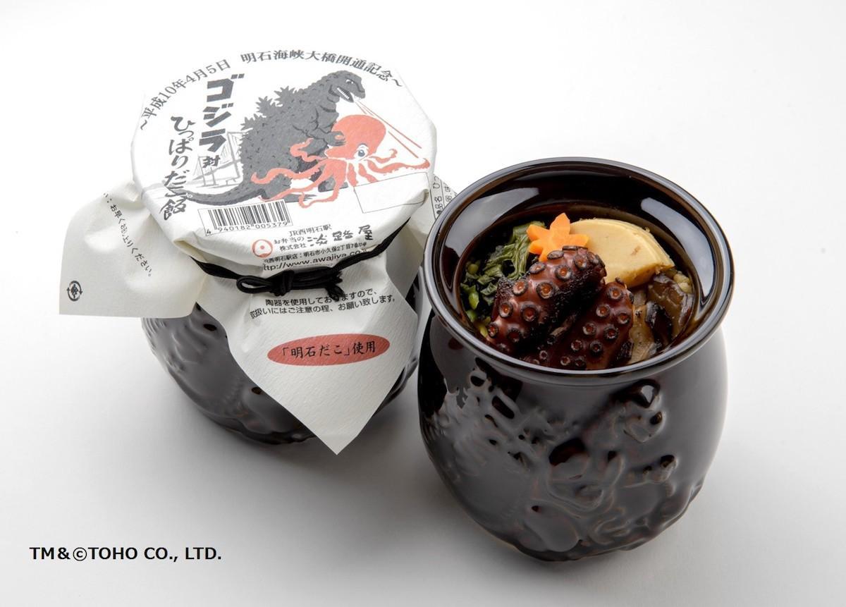 陶器にもゴジラが描かれた「ゴジラ対ひっぱりだこ飯」。 TM& © TOHO CO.,LTD