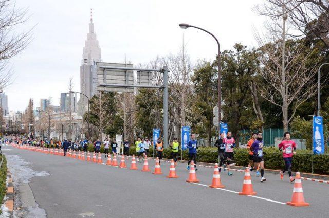 新宿の街を走るランナーたち(2018年大会)