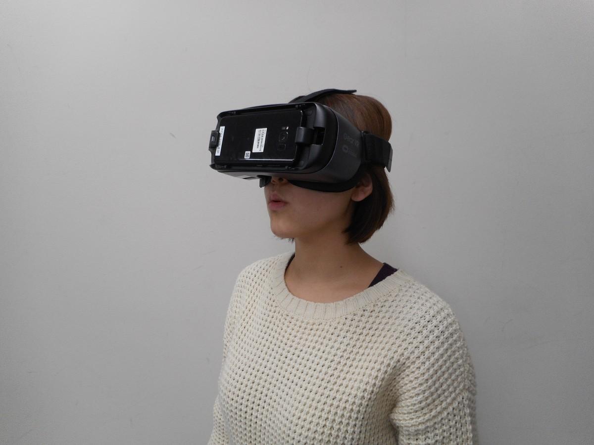 VR体験の様子。専用ゴーグルで360度見渡すことができる。