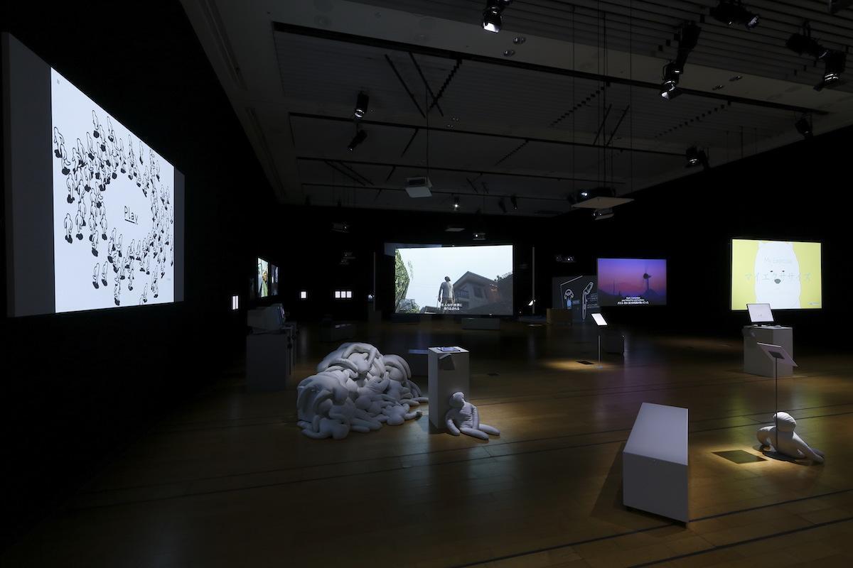 「イン・ア・ゲームスケープ:ヴィデオ・ゲームの風景、リアリティ、物語、自我」展示風景 撮影:木奥恵三 写真提供:NTTインターコミュニケーション・センター [ICC]