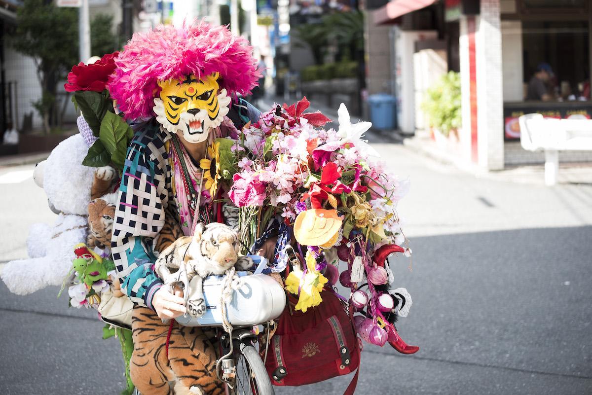 ドキュメンタリー映画「新宿タイガー」に出演する新宿タイガーさん ©「新宿タイガー」の映画を作る会