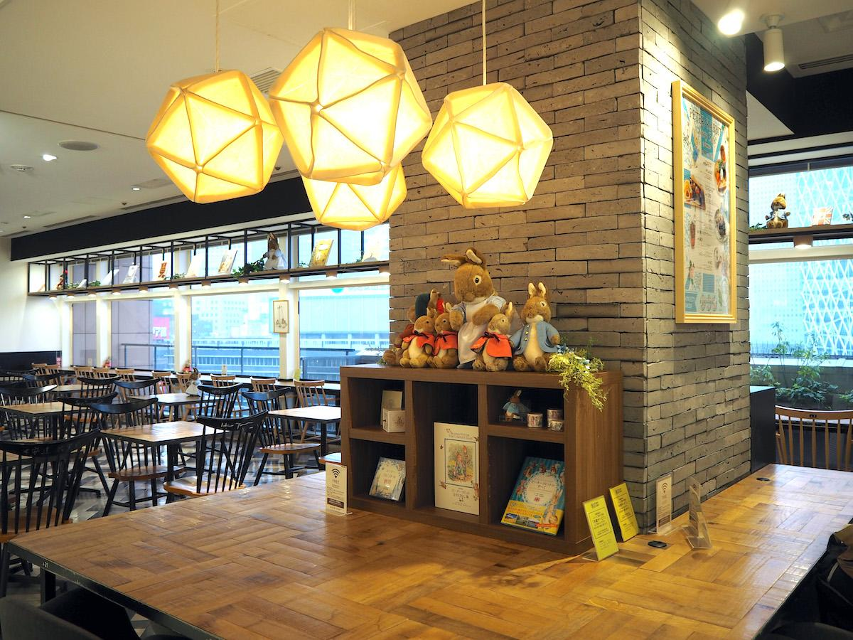 「STORY STORY」に期間限定オープンした「PETER RABBIT™ Story Cafe」の内観