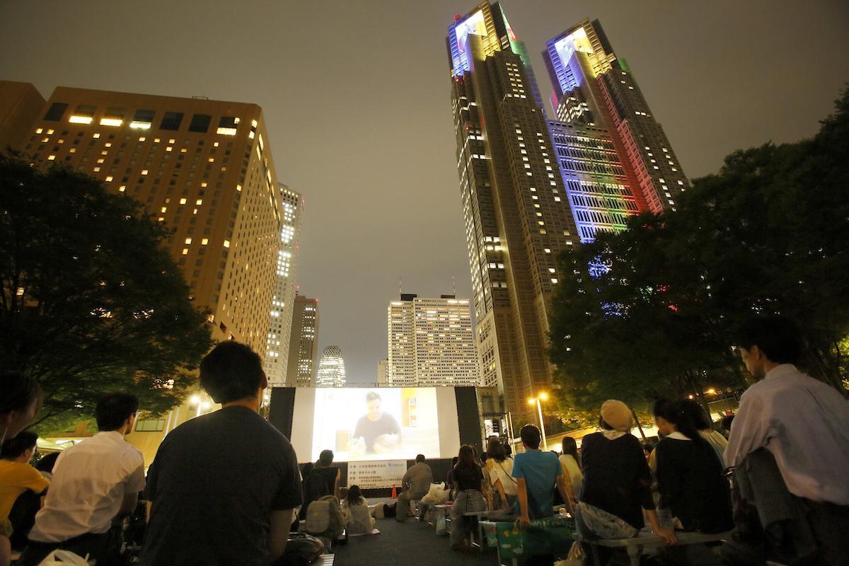 昨年「新宿中央公園」で行った「Screen@Shinjuku Central Park2018」の様子。同映画イベント自体は今回で4回目の開催