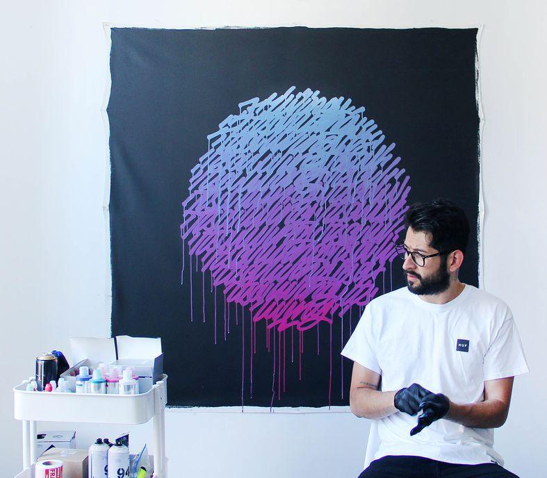 ライブペインティングを行うアーティスト リカルド・ゴンザレスさん