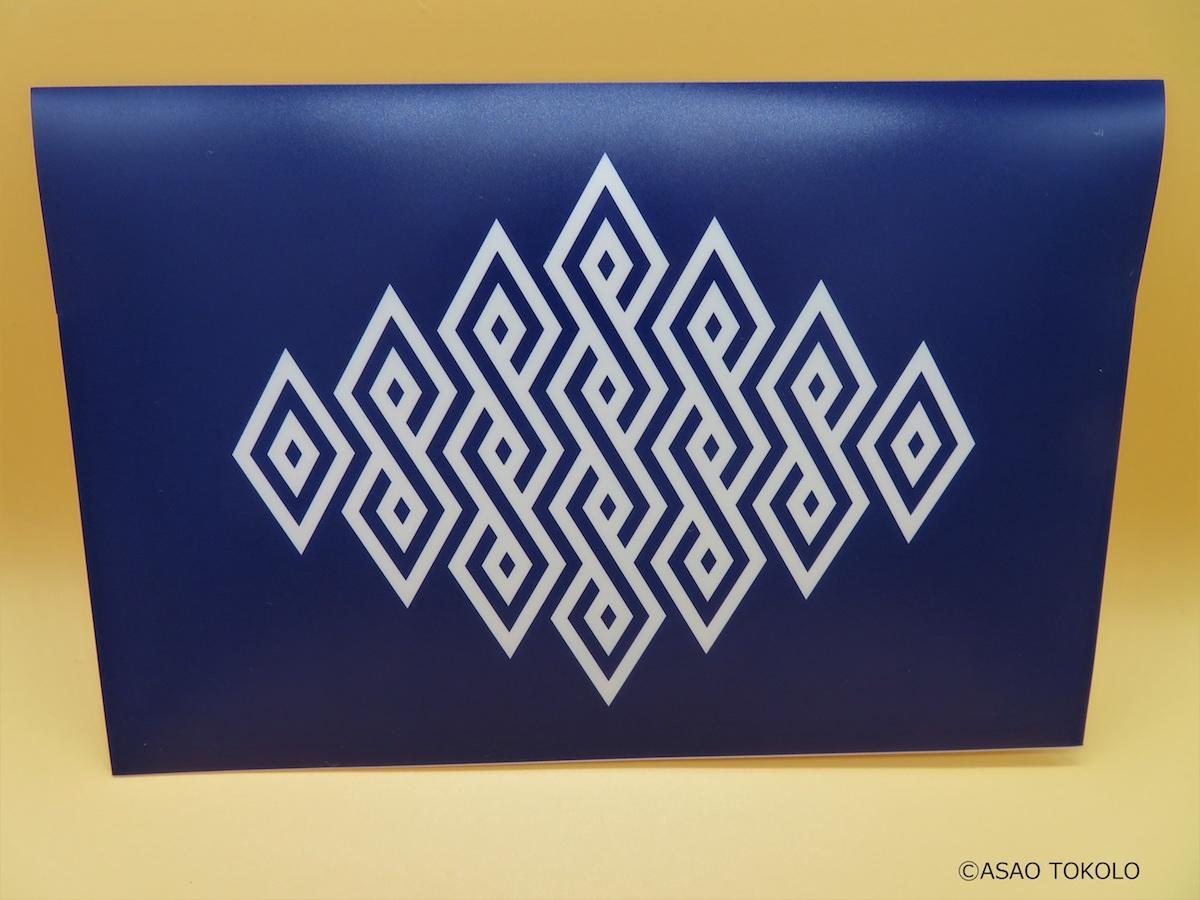 「新宿小寄紋」がデザインされた新宿オリジナルマスクケース ©ASAO TOKOLO