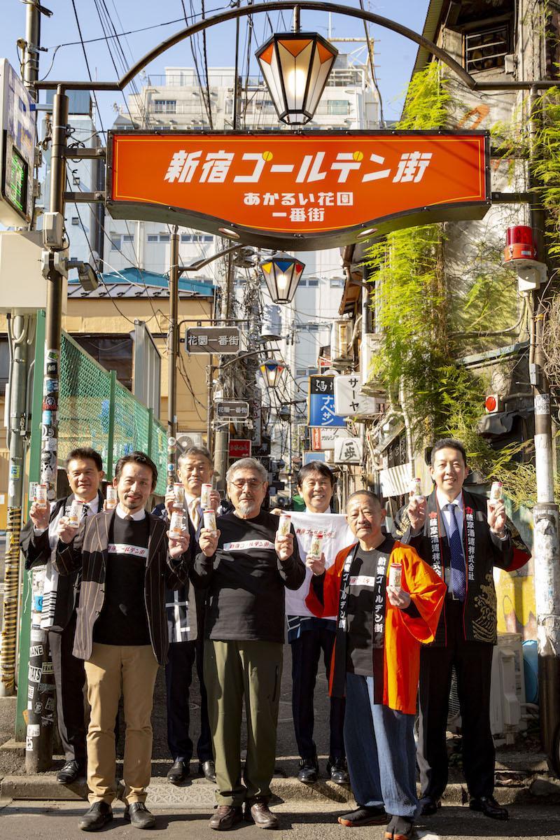 新しく設置した「新宿ゴールデン街」の看板