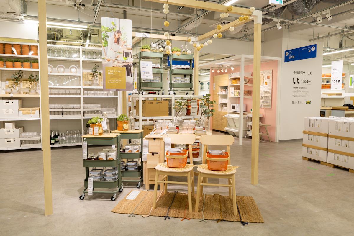 「IKEA新宿」内観。各フロアを部屋のカテゴリーごとに分け、家具と雑貨を一緒に配置する