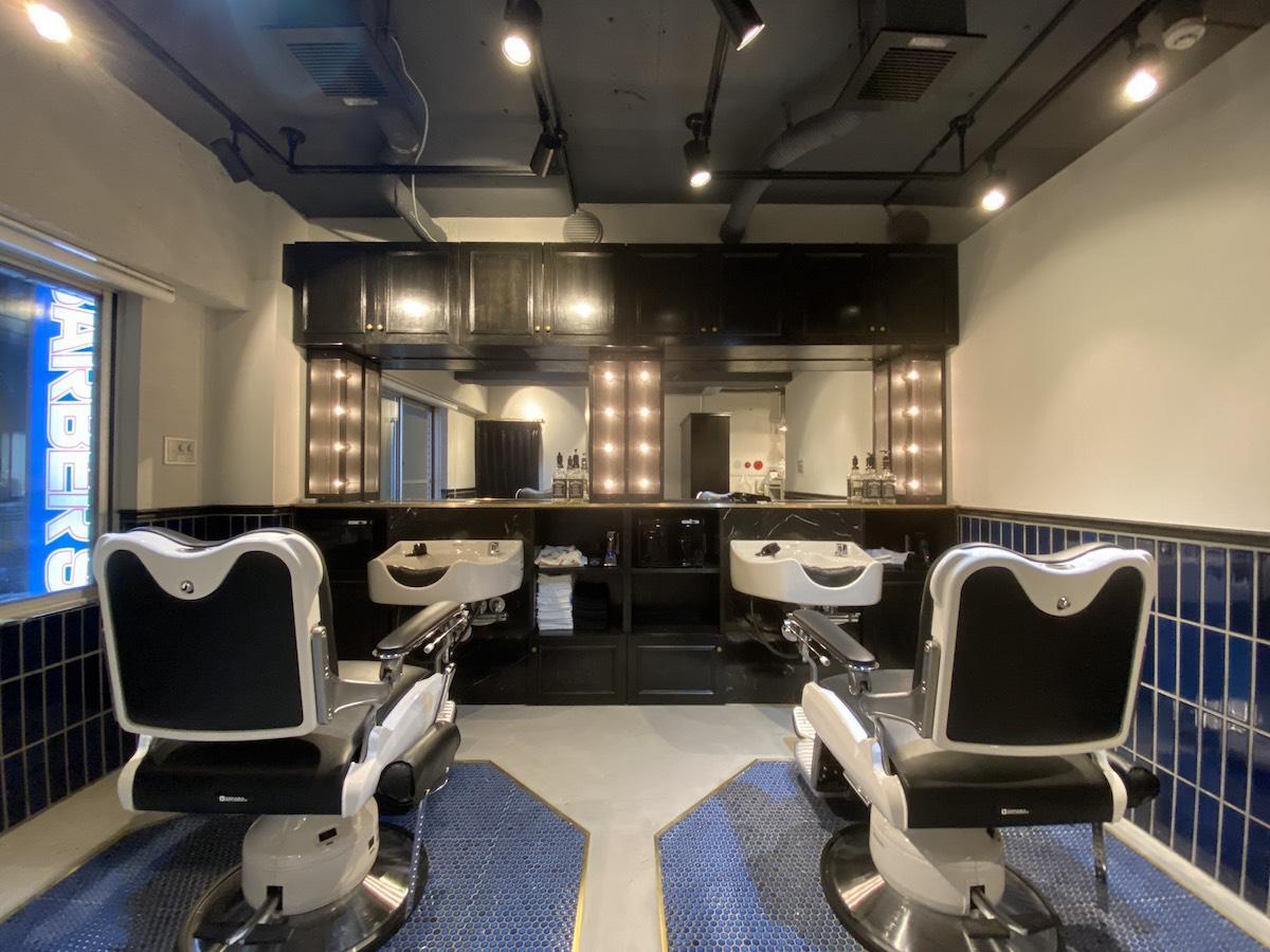 「2H barber shop」内観。アメリカの「barberブース」をイメージした席