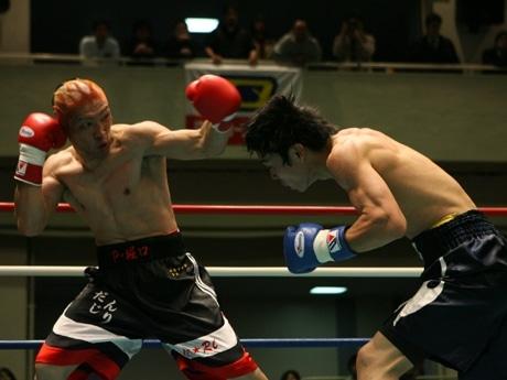 鈴木典史選手(左)対 中堀智永選手戦-2007年3月5日