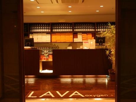 全店統一されたイメージを保つ「LAVA」店内フロント