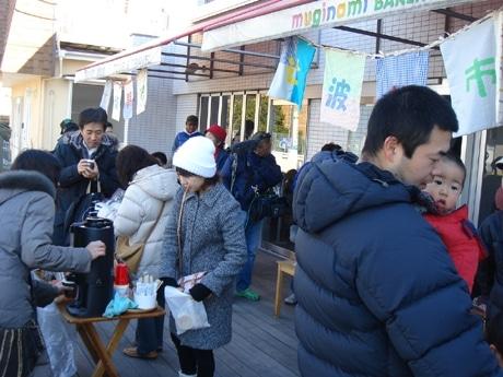 前回、前々回と70人以上の集客があり、にぎわいを見せた「辻波朝市」