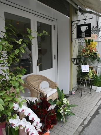 7月16日にオープンした「イタリアンドルチェ Rusticana(ルスティカーナ)」外観。隣はフレンチレストランの「ジャルダン食堂」