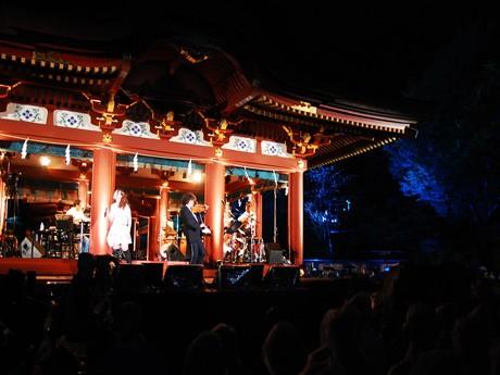 途中から雨に見舞われた「鎌倉音楽祭鶴舞2009」の模様。