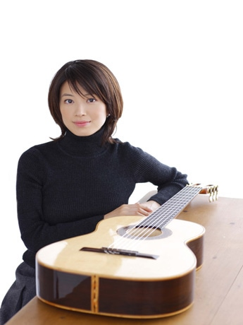鎌倉芸術館で、5年間に渡りコンサートを開催するクラシックギター奏者、村治佳織さん。世界各国の音楽家と共演し、新たな試みにチャレンジする。撮影:齋藤清隆