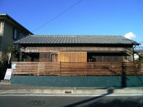 レストランウエディングの控室に使われていた建物を改装した「海小屋」