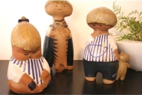 スウェーデンを代表する人気陶芸家、リサ・ラーソンさんの愛らしい作品を多数展示する