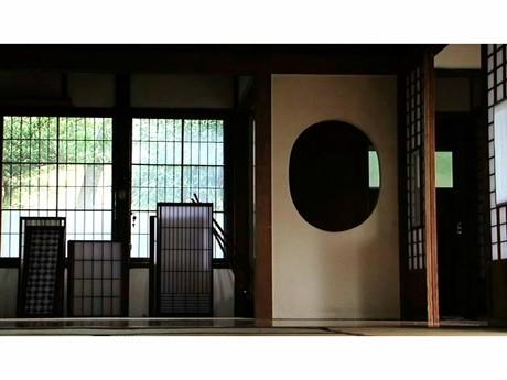 古民家の取り壊しや夏のシーン、鎌倉住人の語りなどを織り交ぜた映画「幻風景」