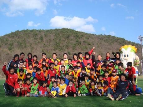 サッカー教室で元気に走り回った福島県の子どもたち