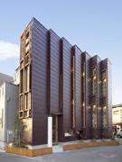 茅ヶ崎にジグザグ型のユニーク建築物-自然素材生かした事務所兼ギャラリー