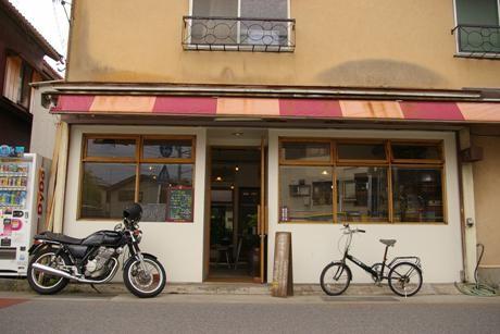 鎌倉に定食と酒の店「満」-料理好きの女性とガラス作家のカップルが開業