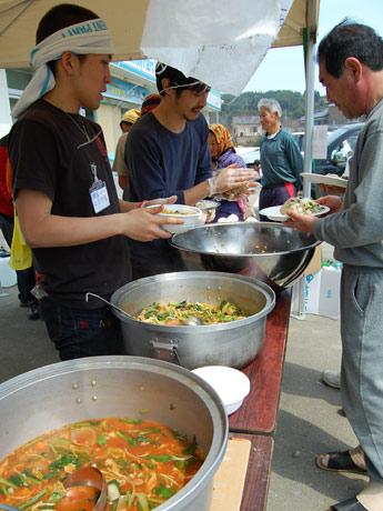 鎌倉とどけ隊が中心となって被災地での炊き出しやイベントを実施