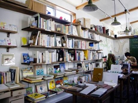 鎌倉の新しいテナント施設にオープンした古本や雑貨、リトルプレスを扱う店