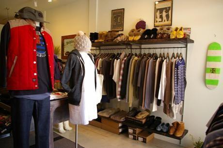 海外都市のショップのような店内に地域性を意識した各種アイテムをそろえる