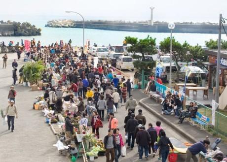 生鮮、飲食、クラフトなど多様な店舗が出店してにぎわう大磯港