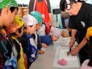 新江ノ島水族館で「にぎり寿司」体験-すし職人とコラボ、食育の一環で