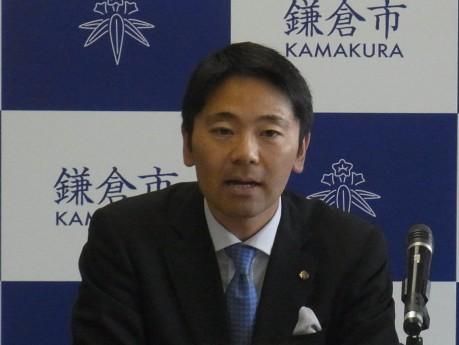 記者発表会での松尾市長挨拶の様子