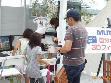 江の島の「海カフェ」で行われてている体験イベントの様子