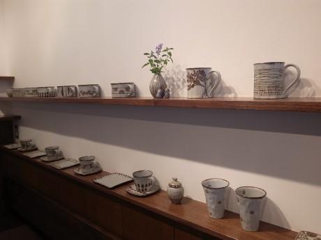 すずの木カフェでの「伊藤瞳 陶展」の展示風景