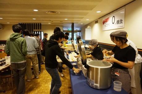 「0円朝食」が提供されている様子