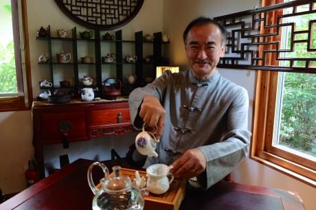 中国茶を通して中国文化や庶民の生活も伝えていきたいと話す店主の金子正さん