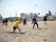 茅ヶ崎でビーチスポーツフェス 世界初のビーチベースボールも