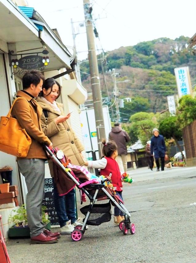 例えばベビーカーを押して歩くファミリーが「子連れ入店歓迎」の店を簡単に探せるマップを