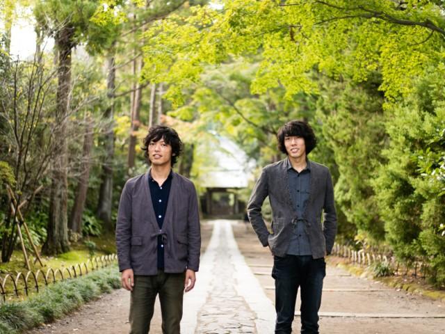 地域密着で活動している主催者の小川コータ&とまそん。「寺での演奏は身も引き締まる」と小川さん