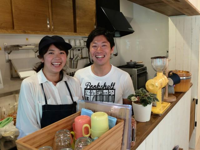 笑顔で迎える店主夫婦。自分たちの経験から家族連れに優しい店づくりを目指した