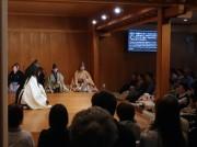 鎌倉能舞台が現代語訳の字幕システム導入 初心者も聴覚障がい者も楽しんで