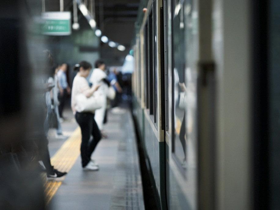 都内へ通勤しているビジネスパーソンの平均通勤時間が全国で最も長いともいわれている神奈川。湘南からの通勤客も多い