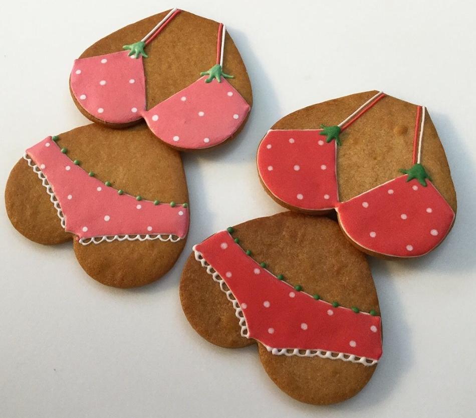 マ・コピーヌが出品予定のビキニクッキー。水着が初めてイチゴ柄になる