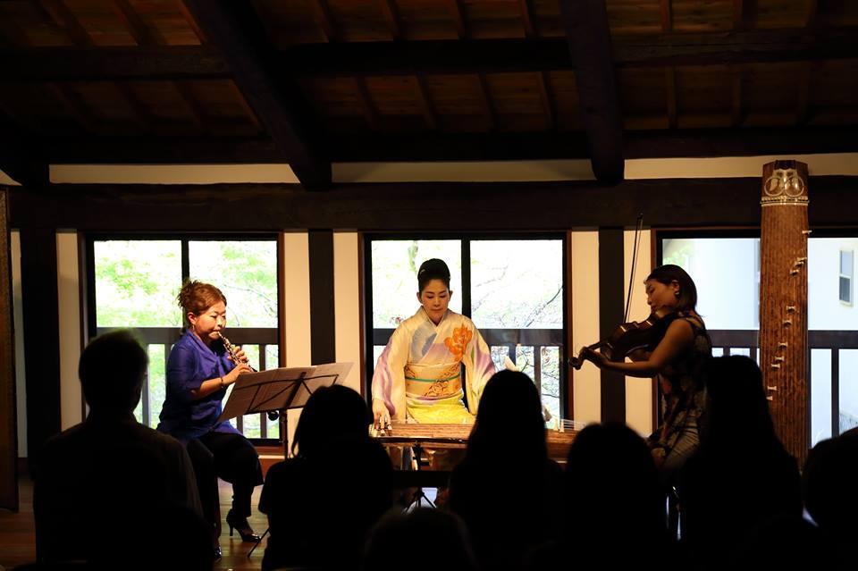 昨年の覚園寺ではオーボエとビオラ、琴という異色のコラボが実現した(撮影:松藤飛洋)